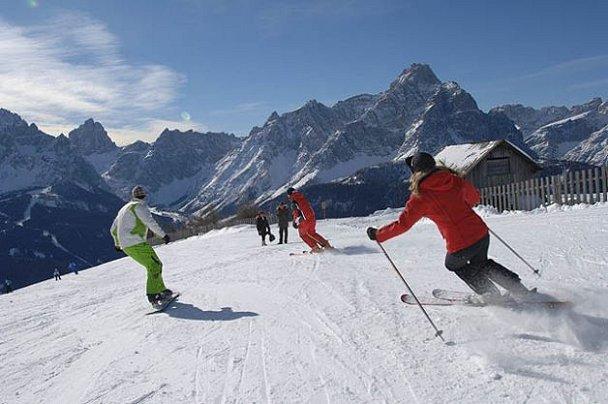 Sciatori-in-settimana-bianca