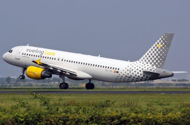 EC-JTR-Vueling-Airbus-A320-200_PlanespottersNet_144030
